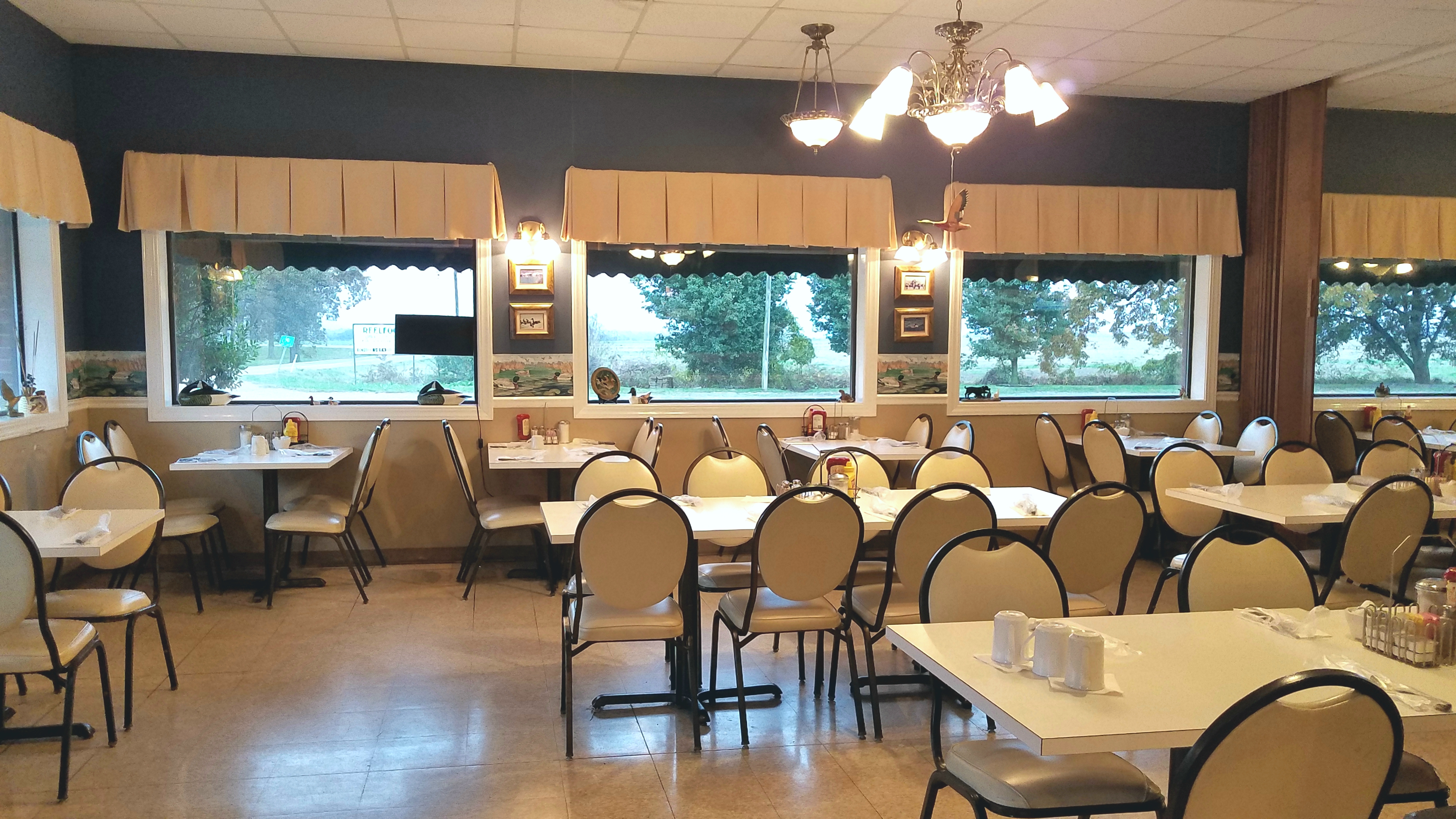 For Sale: Lakeview Dining Room, Tiptonville TN - Carpenter Real